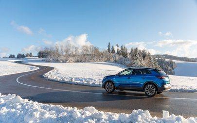 Novo Opel Grandland X híbrido 'plug-in' com tração integral elétrica