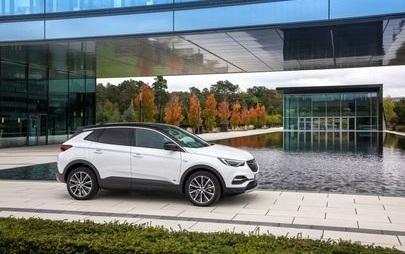 Novo Opel Grandland X híbrido 'plug-in' com tração dianteira está disponível para encomenda